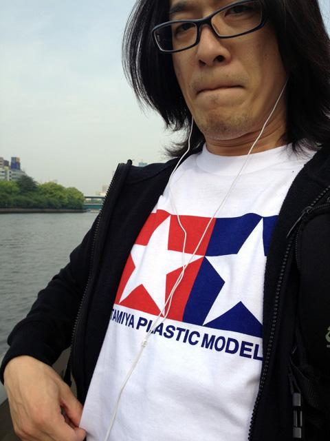 TAMIYAのTシャツ、おろしたて。シンプルなロゴマークを着こなす!