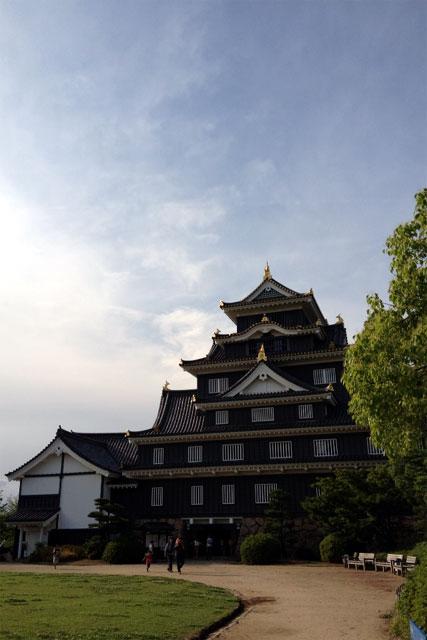 岡山城でシャチホコのポーズ!OKAYAMA castle JAPAN