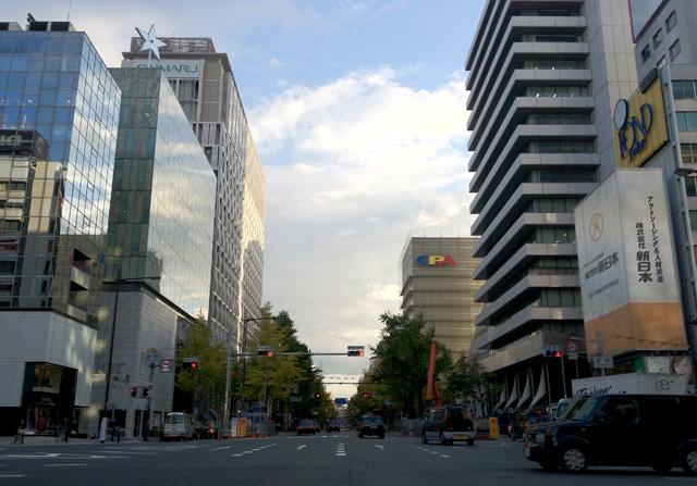 打ち合わせして、ホットハムサンド食べて、阪急エントランス通過。