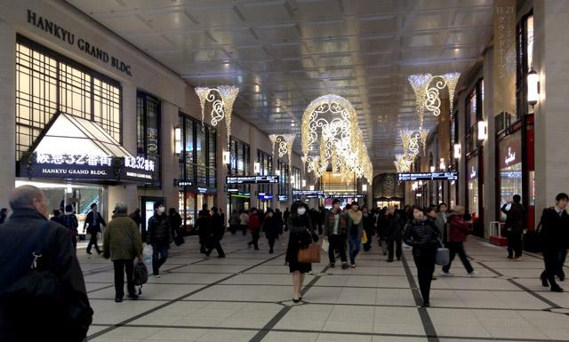 冬の阪急、エントランスの飾りつけ。