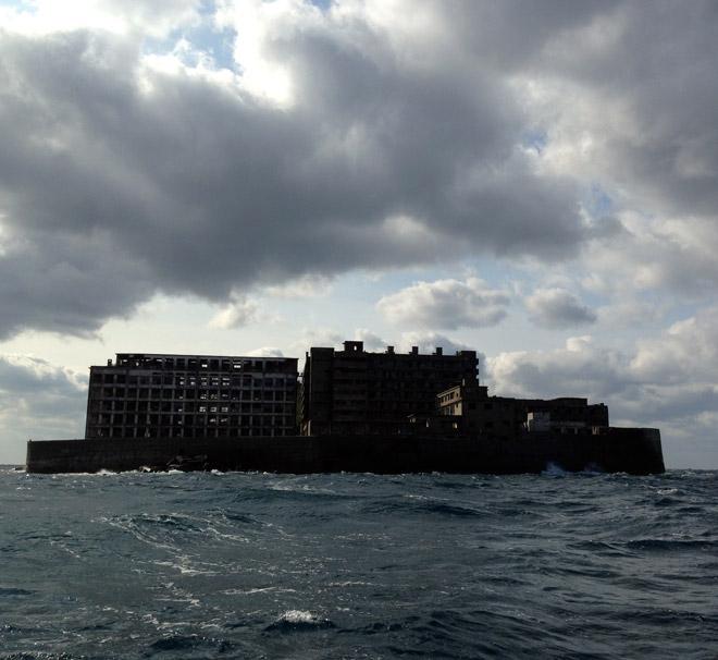軍艦島へ上陸!廃墟の島で気分はスカイフォールだぜ。Battleship Island in Nagasaki.
