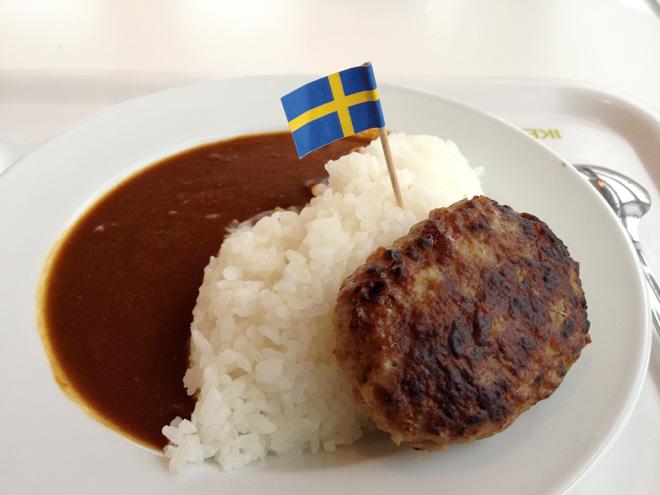 IKEAで買い物と食事。デスクを買って、チーズハンバーグカレーを食らう。