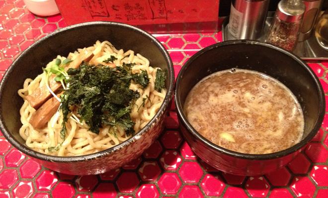 京つけ麺【つるかめ六角】小さい店で魚介スープを味わいました。