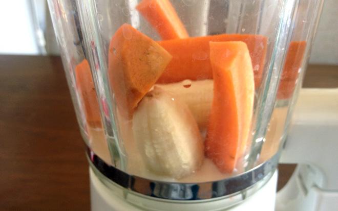 人気のスムージーは自作する!【象印ミキサー BM-RE08】栄養不足にはバナナと人参で生野菜ジュースを!