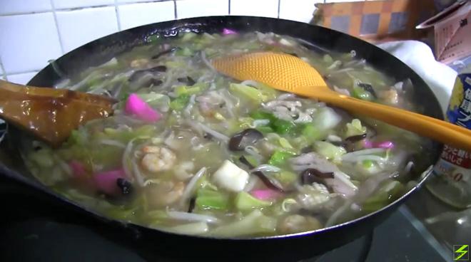 マックス皿うどん!最大量域で皿うどんを作る!中華鍋のキャパを超える料理方法とは?The Sara-Udon my favorite dish in my life.