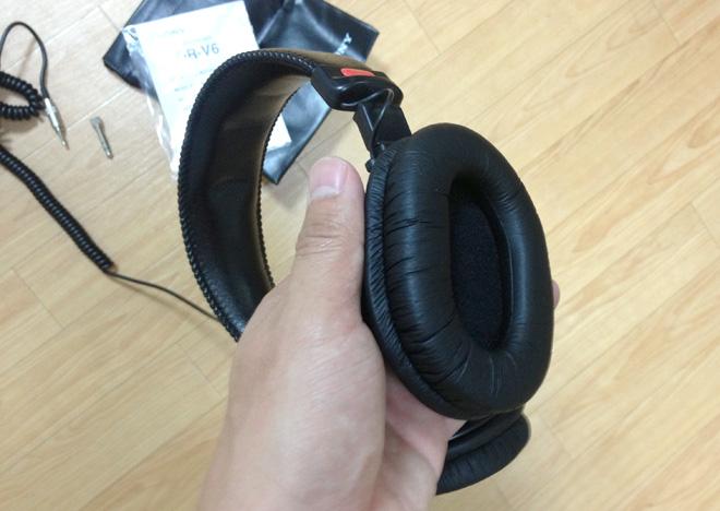 スタジオヘッドホン MDR-V6