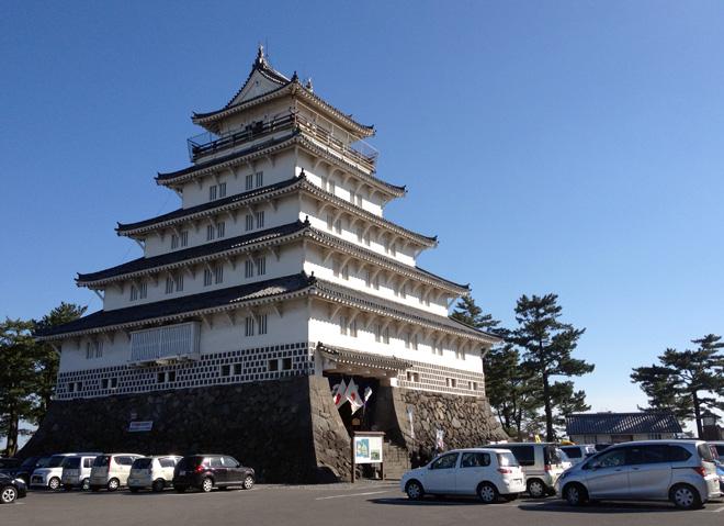 お城で抽選会?【島原城(長崎県島原市)】は、ゆるキャラも盛り上げていた正月でした。Shimabara Castle in blue sky.