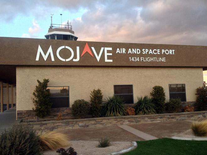 直線道路をひた走り、モハベ砂漠にある宇宙港へ行く!MOJAVE AIR AND SPACE PORT