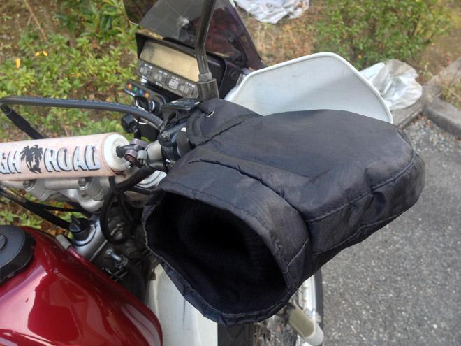 安いけど効果大?冬のバイク乗りの強い味方【コーナンで買ったハンドルカバー】で冬を乗り切る!