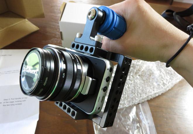 ロシアに送るんじゃない!やっと【BMPCC用カメラケージ】が到着!え?パチもん?でも普通に使えそうだよ。