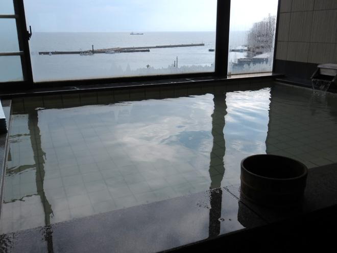 漁港を見下ろしながら日帰り風呂!【美保館(島根県松江市)】山陰の石畳をゆるりとした時間と共に楽しむ。