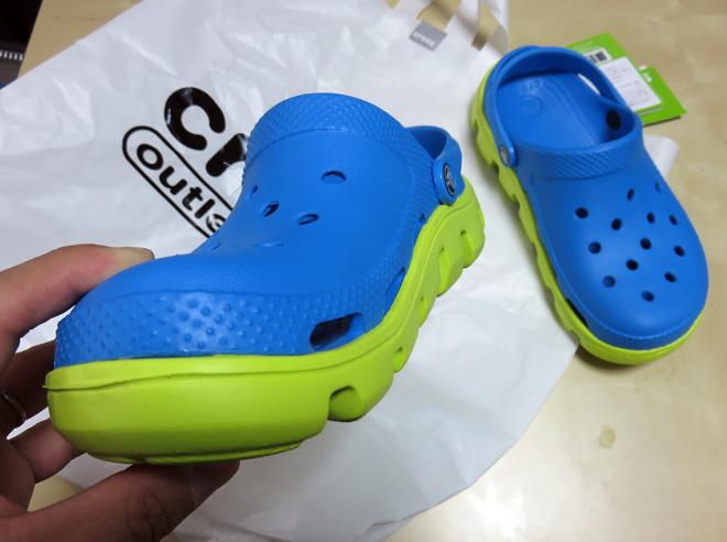 【クロックス】青くて黄緑なヤツをゲット!アウトレットのCrocsショップでお買い物してきたよ。
