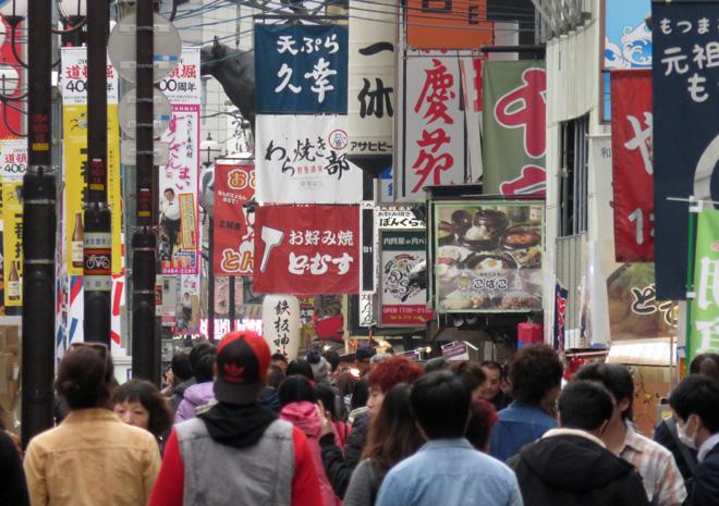 ここは異世界?久しぶりの道頓堀はすっかり観光名所に!そして、ベイマックスが取れない日本人。