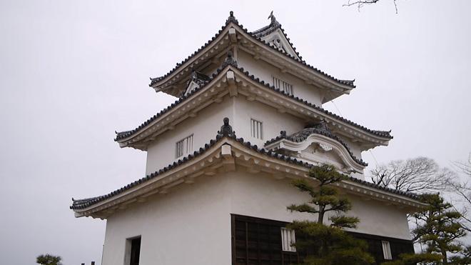 【丸亀城(香川県丸亀市)】素敵な木造三階建て!瀬戸内の海を望む小山に建つ現存天守に登ってきました。