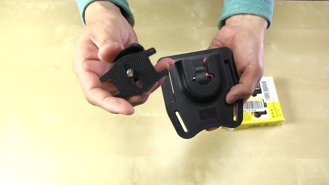 持ち替え&両手を使う時に便利じゃん!【カメラ用ベルトホルダー】作りは安いが使えるぜ。