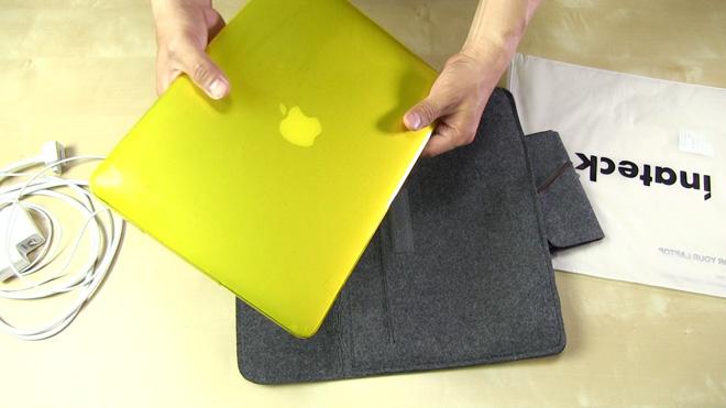 MacBookを収納するぜ!【inateck 13.3Inch インナーケース】生地を変えて高級感を演出!