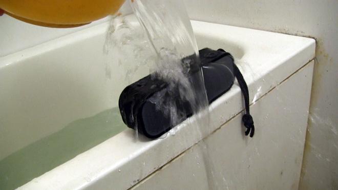じゃあブッカケまくれ!【1byone ポータブルBluetooth 4.0スピーカー】防水仕様らしいのでブッカケてみた!