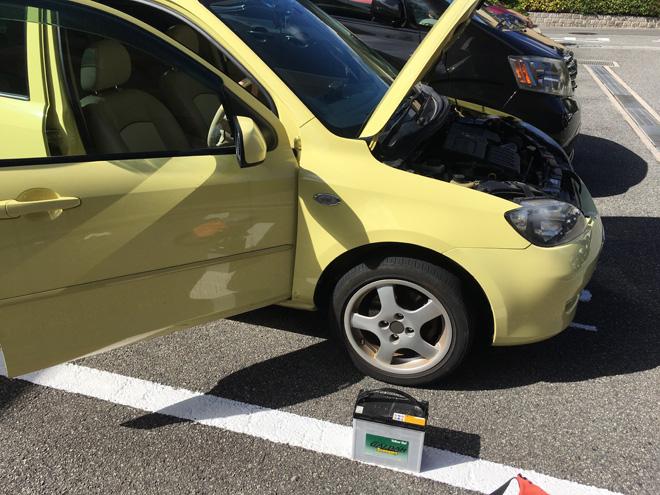死んだ!DYデミオ【黄色マンゴー2号DX】バッテリー、急遽の交換でした。